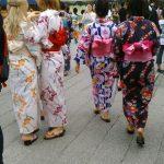 浅草寺は外国人観光客の浴衣姿で 溢れていた!
