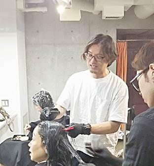 ブリーチではない「脱染剤の活用」原宿の美容室『PAPERS』窪田代表が実践。