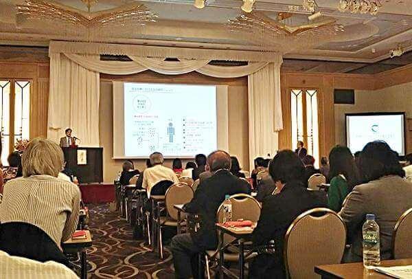 日本毛髪科学協会のセミナーで「毛髪再生医療の最前線」について講演する理化学研究所の辻孝先生