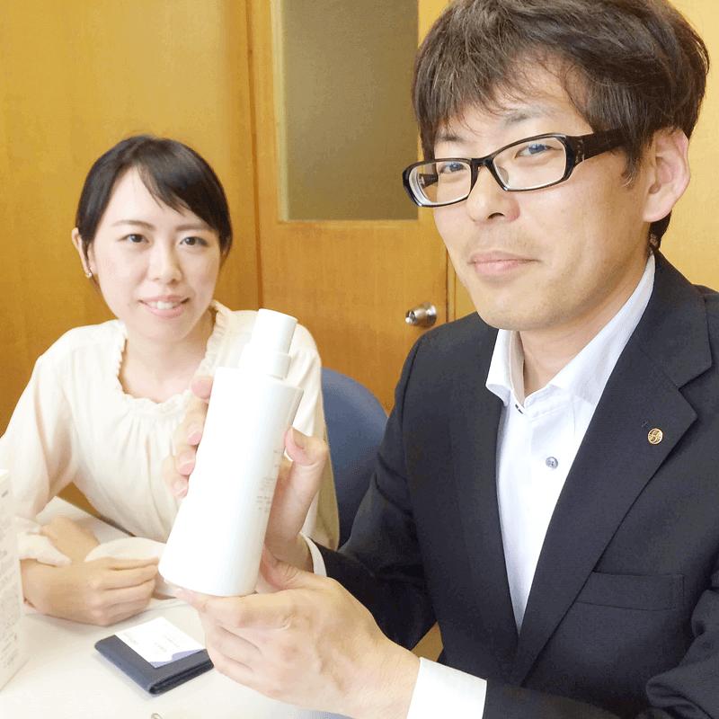 アモロス株式会社を訪問。同社研究員・辻 信之さんと、山田安希さんに『ハーバルカララ』についてお話を伺いました